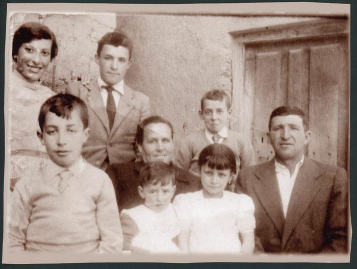 Fotografía para el libro de familia numerosa de la familia de Camino González de Devesa de Curueño.