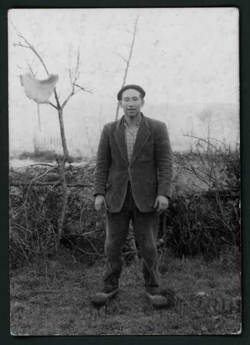 Teodorino Castro en la huerta en Castro del Condado
