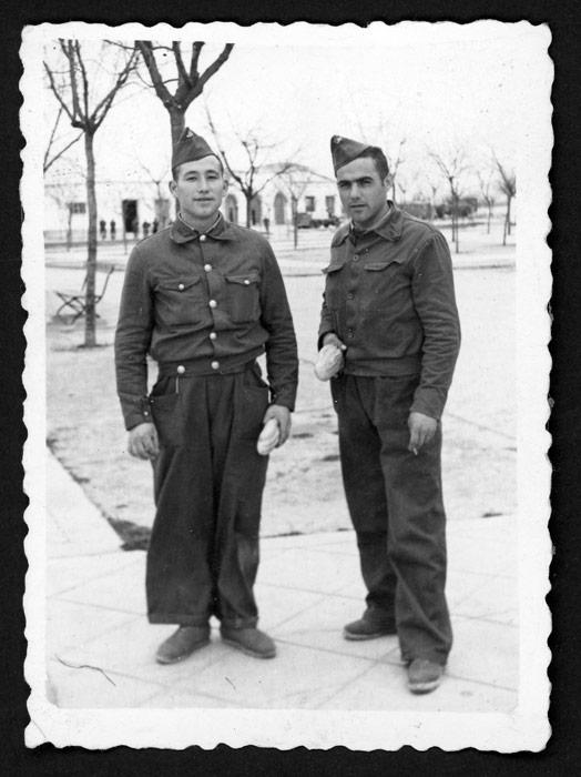 Teodorino Castro y compañero en el servicio militar en Valladolid.