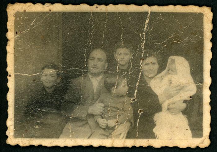 Fotografía para el libro de familia de Licinio Robles, Humildad López e hijos