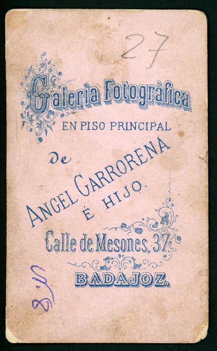 Retrato de estudio de Eugenio vestido de militar en Badajoz