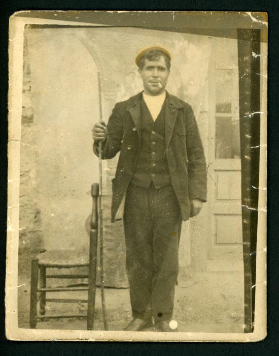 Retrato del tío Santiago en Cerezales del Condado