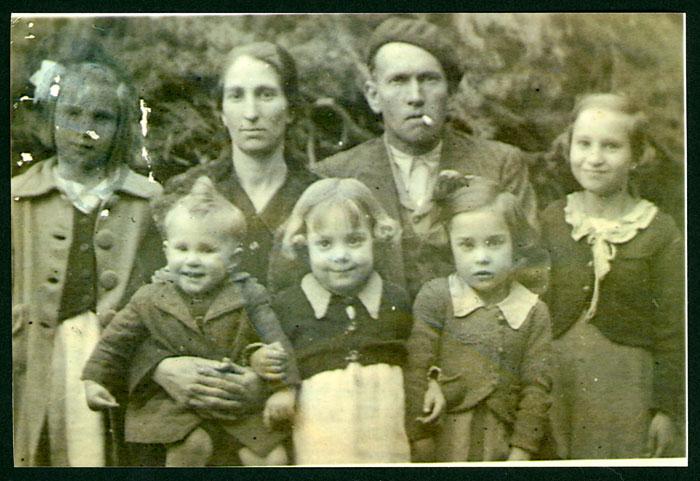 Fotografía para el libro de familia numerosa de la familia González Robles en Barrillos de Curueño.