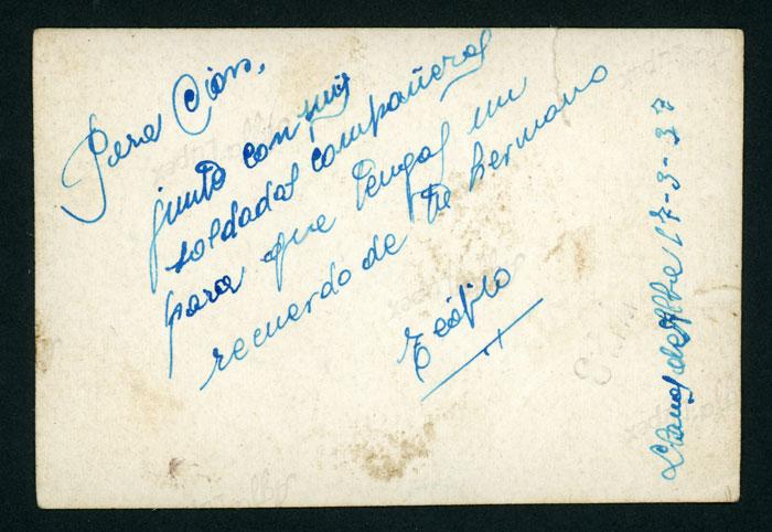 Teófilo Robles junto a otros soldados en Llanos de Alba durante la guerra