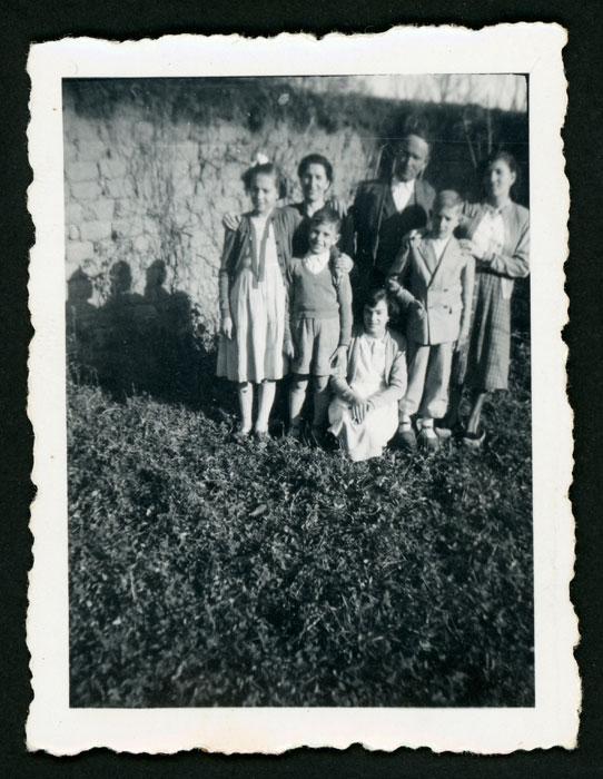 Familia González Robles en la huerta familia de Barrillos de Curueño.