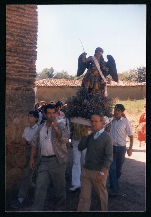 Imagen de San Miguel en la procesión de la fiesta de Castro del Condado