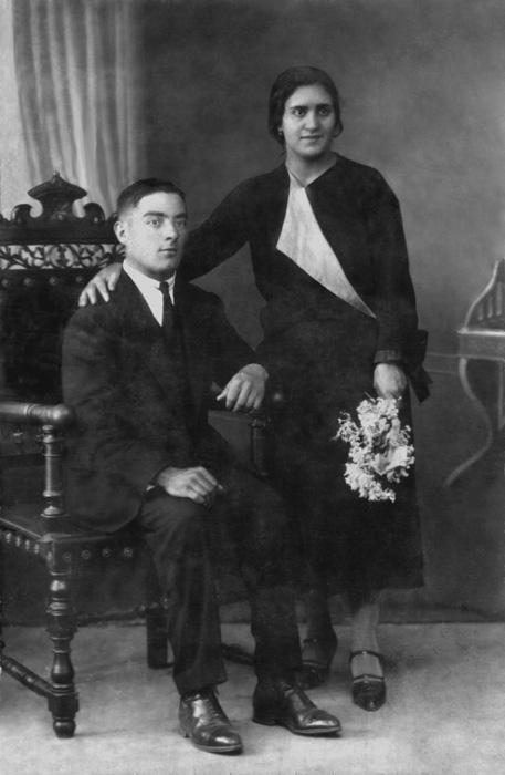 Retrato de boda en estudio de Sebastián Honrado y Amalia Mancebo
