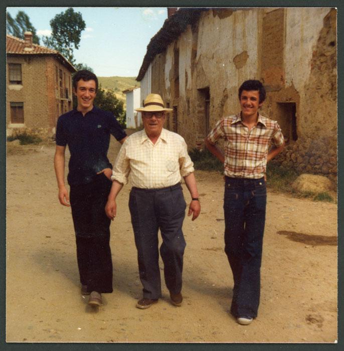 El tío Inocencio con Lucio y Graciano Viejo en Devesa de Curueño