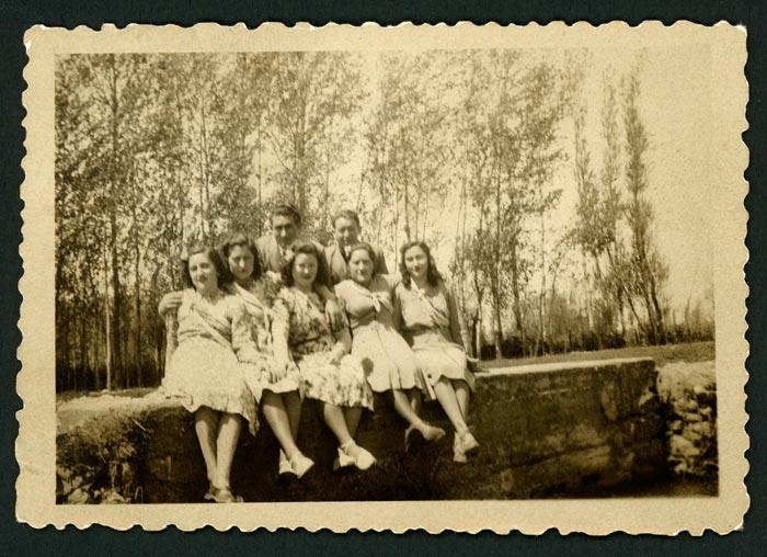Grupo de jóvenes en el soto de Barrio de Nuestra Señora