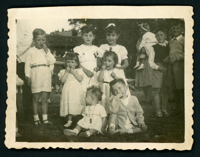 Niños vestidos de domingo