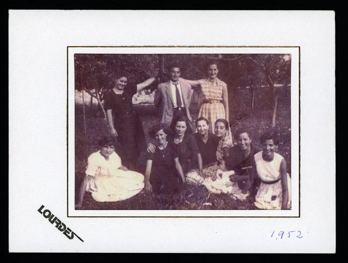 Grupo de amigos en una huerta de Barrio de Nuestra Señora