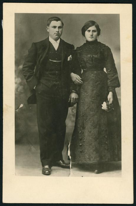 Retrato de estudio de la boda de Marcial y Lina