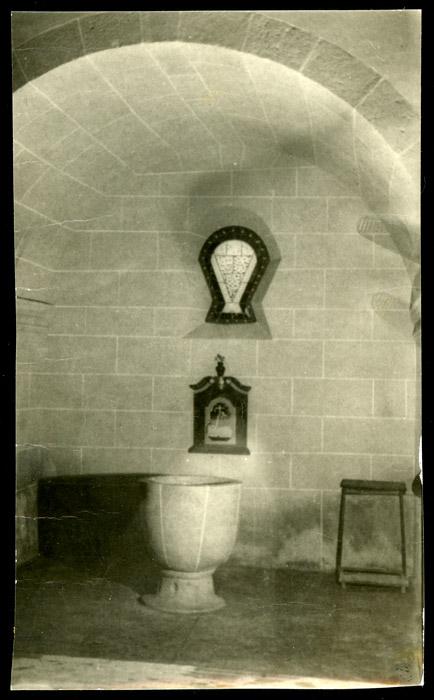 Pila bautismal en la iglesia de Ambasaguas de Curueño