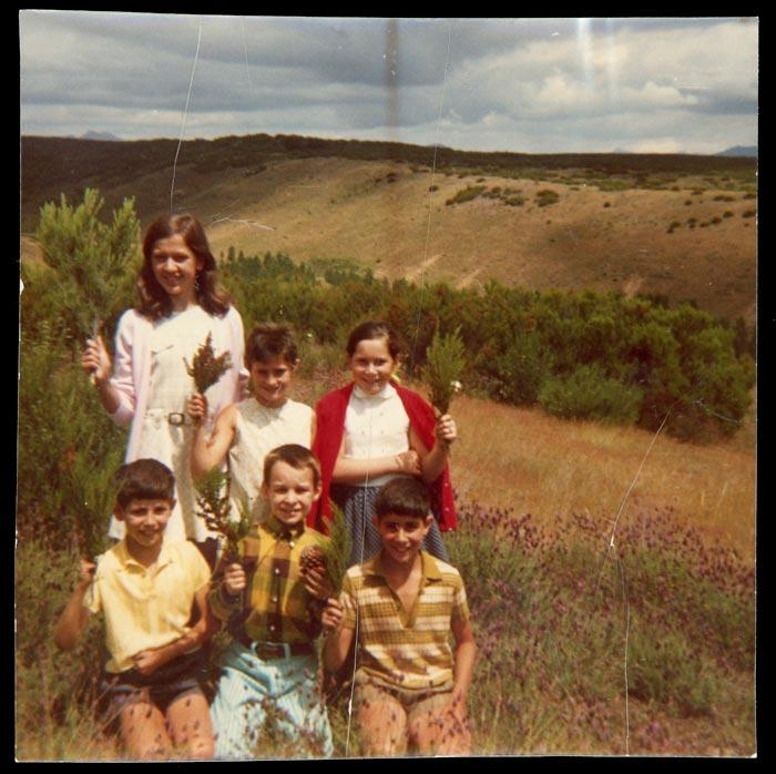 Grupo de niñas y niños en el monte de Ambasaguas de Curueño