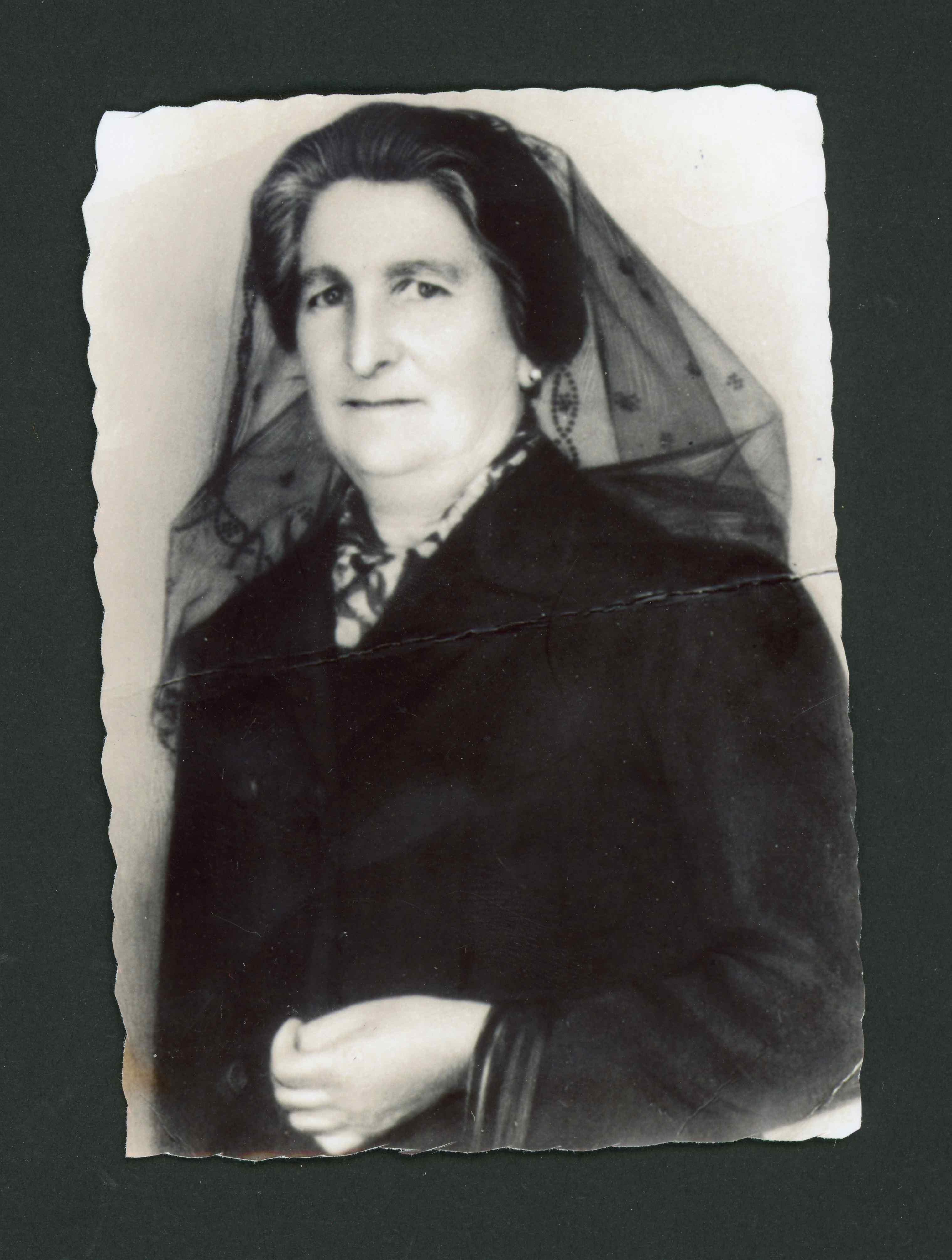 Retrato de Adoración Robles como madrina de boda
