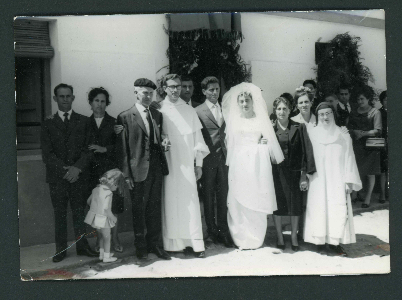 Boda de Ana Mari González, cantamisas de su hermano y primera comunión de una sobrina en Barrillos de Curueño