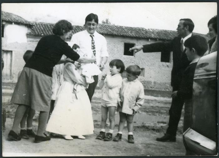 María de los Ángeles González el día de su primera comunión en Cerezales del Condado