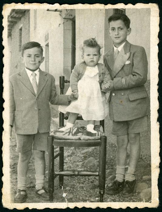 Los hermanos Emilio, Marce y Yolanda de la Varga en Cerezales del Condado