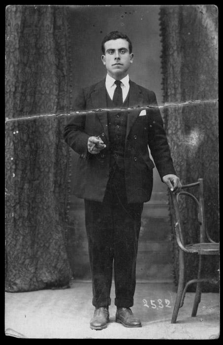 Retrato de estudio del hermano de Gerardo García enviado desde Argentina