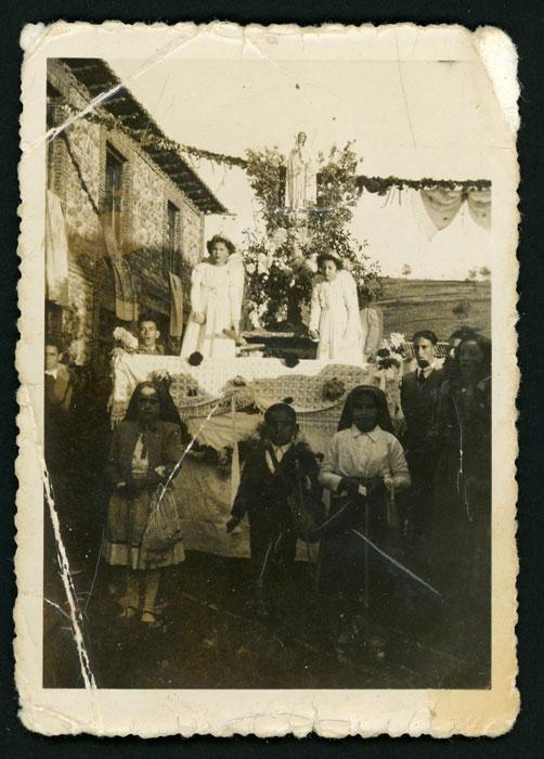 Procesión de la Virgen de Fátima en la inauguración de la imagen de la Virgen en Cerezales del Condado