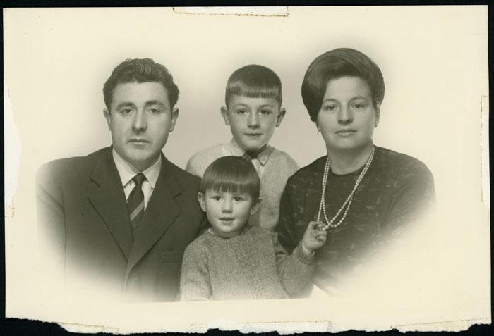 Retrato de estudio de la familia de Valentín en Buenos Aires