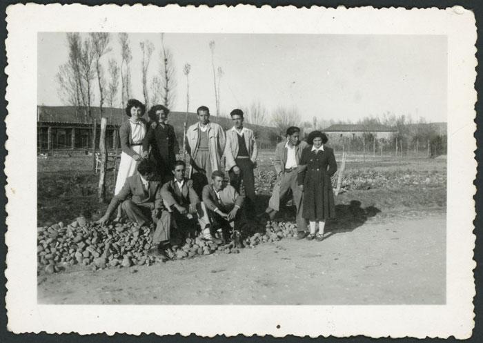 Nieves Díez con un grupo de amigos