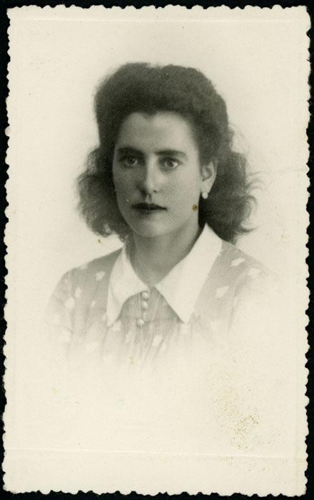Retrato de estudio de Adelina Díez en León