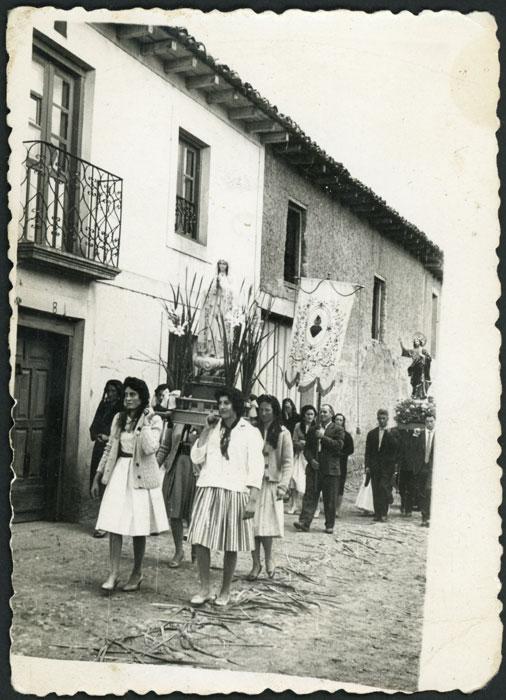 Procesión de la Virgen de Fátima y el Sagrado Corazón en Devesa de Curueño
