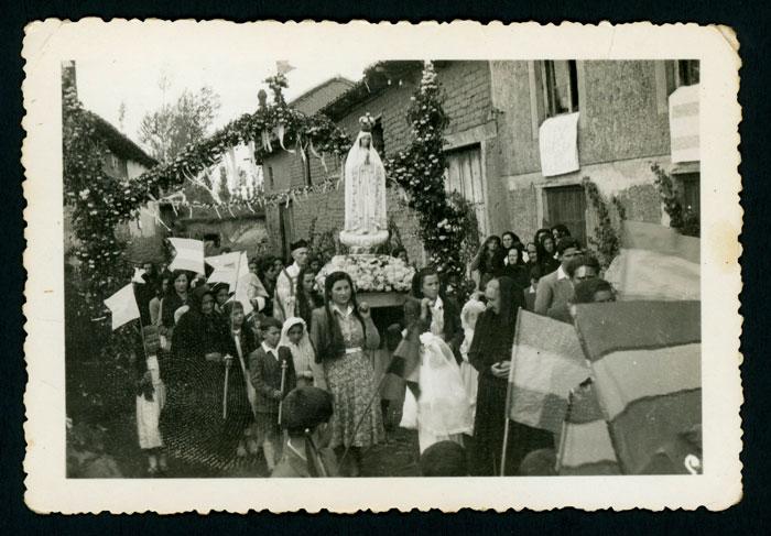 Procesión de inauguración de la imagen de la Virgen de Fátima en Devesa de Curueño II