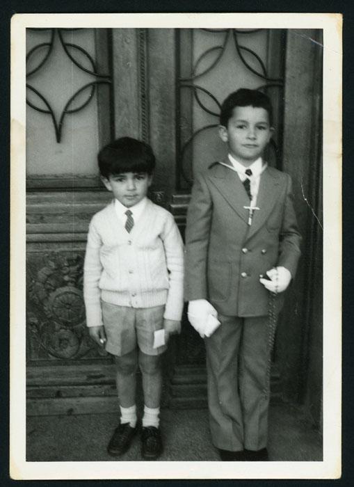 Amancio Castro el día de su primera comunión con su hermano Pablo en Barrio de Nuestra Señora