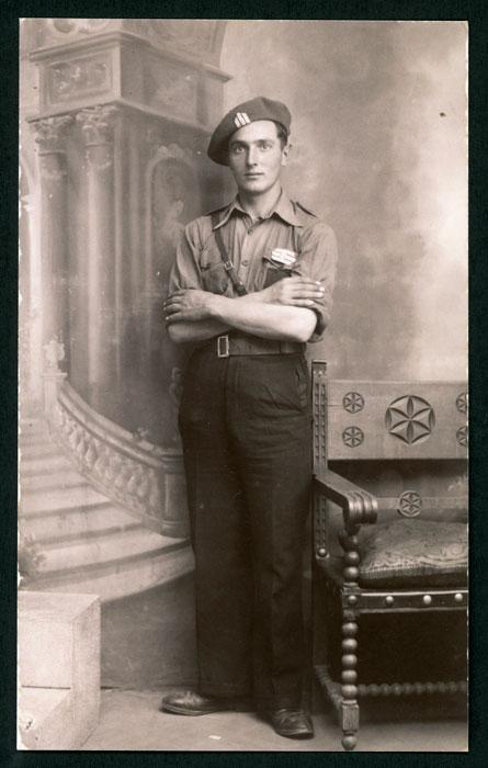 Retrato de estudio de Emilio Mancebo de militar en León