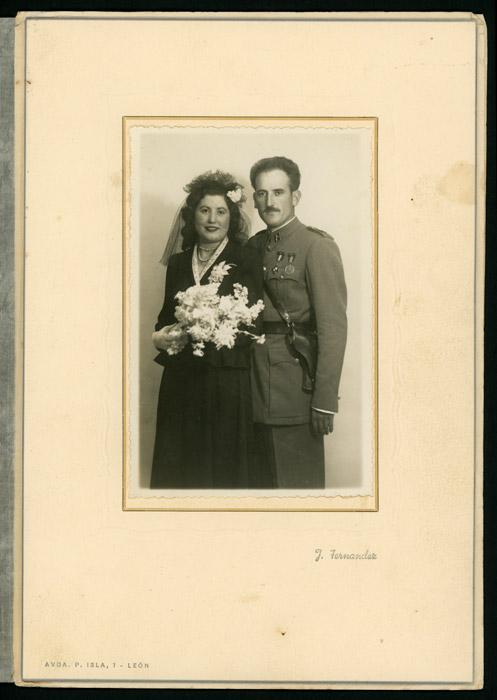 Fotografía de boda de Leonarda Robles y Aurelio Urraca en León