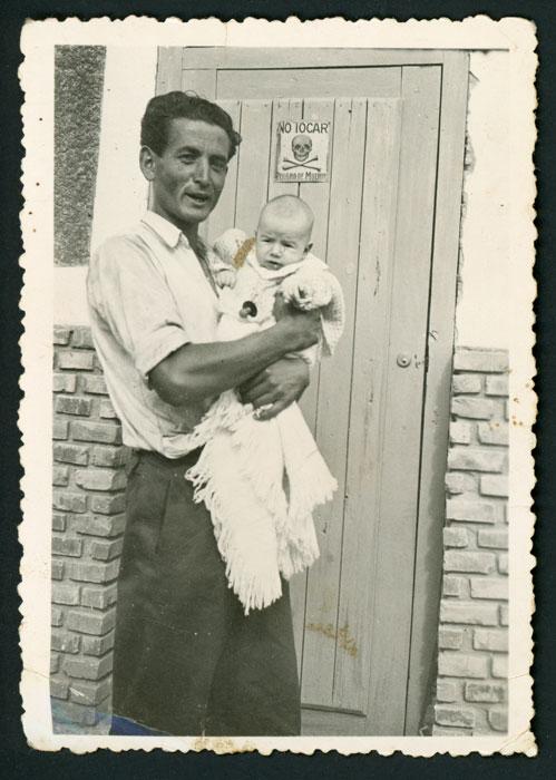 Luis Robles con su hijo Luis en Barrillos de Curueño
