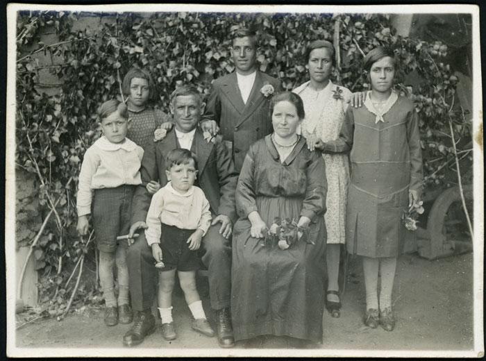 Retrato de la familia Díez Robles en Devesa de Curueño
