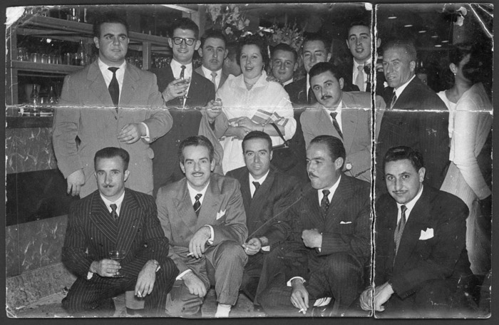 Epifanio y Longinos de la Puente, Maximino y Valentín Díez junto a un grupo de socios en la inauguración de un negocio en Buenos Aires