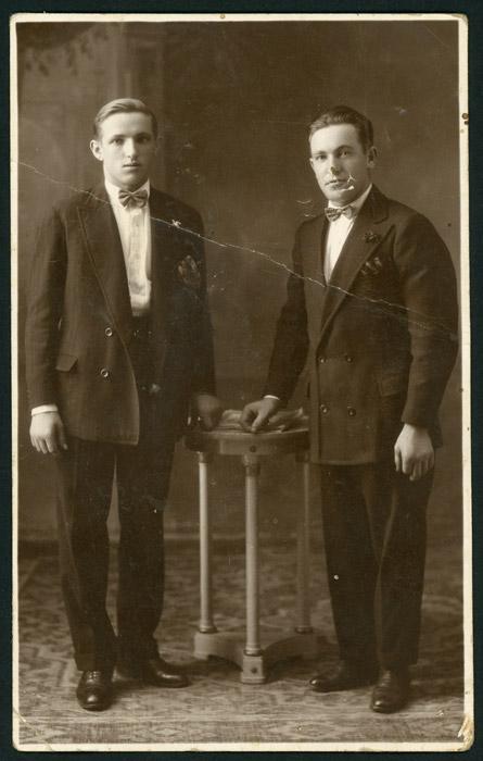 Retrato de estudio de Teófilo Aller y su hermano en Buenos Aires