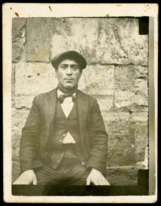 Retrato de Lisandro sentado