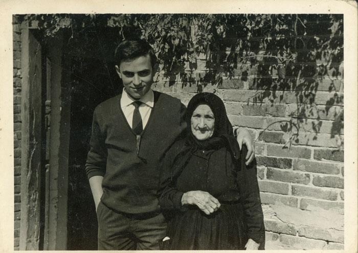 Marceliano de la Varga con su bisabuela Mercedes Escobar en la casa familiar de Cerezales del Condado