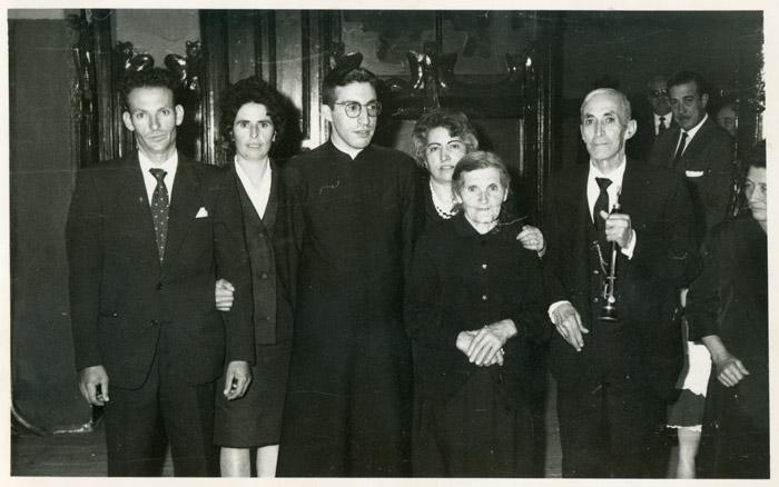 El tío Gildo de la Varga con la dulzaina, Margarita García, Gelina y Lorenzo en un cantamisas en León.