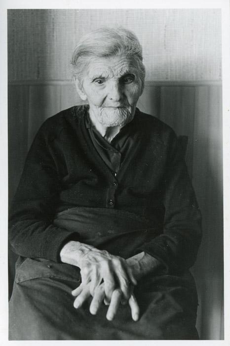 Margarita García en la casa familiar de Cerezales del Condado II
