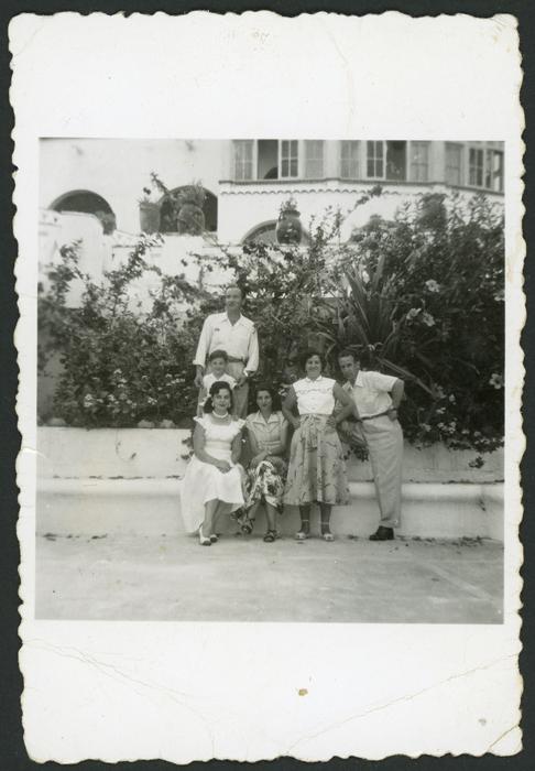 Antonino Fernández, Cinia y Rosario González en compañía de unos amigos en México III