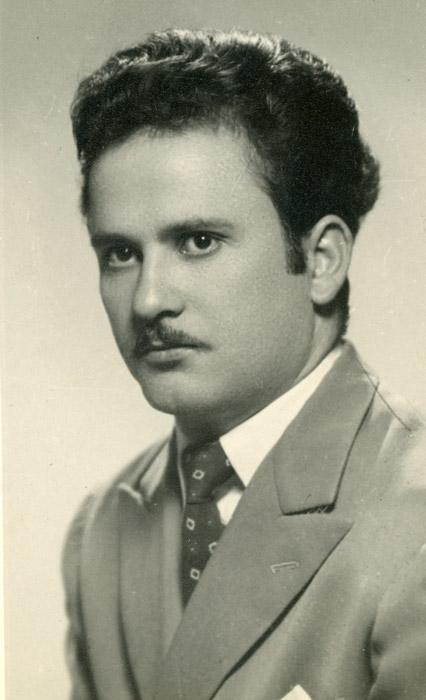 Retrato de estudio de Nicanor González en Argentina