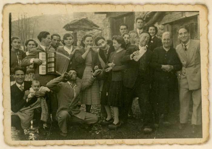 Vecinos de fiesta en Lugán.