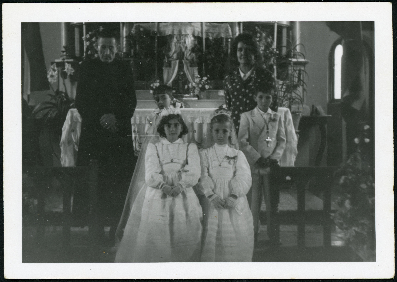 Primeras comuniones en la iglesia de Ambasaguas de Curueño