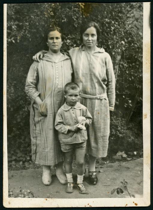 Retrato de Manuela Cascón, Fructosa González y Pepe Martínez en Ambasaguas de Curueño