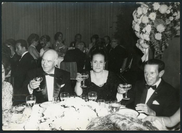 Don Pablo Díez, Secundino y Doña Josefina en una cena en México.