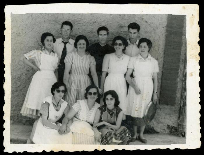 Jóvenes de Ambasaguas de Curueño con Licinio Fernández el día de su cantamisas
