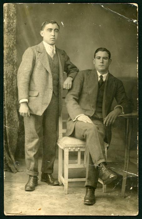Retrato de estudio del abuelo Secundino García y tío Juanito