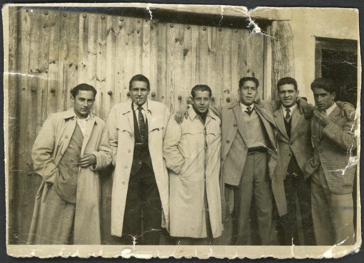Retrato de un grupo de jóvenes en Ambasaguas de Curueño