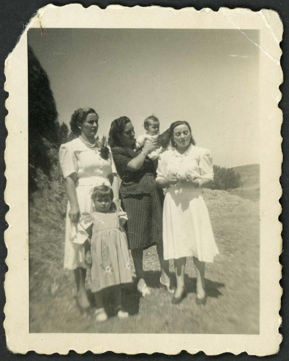 Retrato de grupo en una era de Lugán